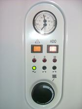 na hoře je tlakoměr a teplota vody. tlak by měl stoupat max 2,5 bar min 2 bar.