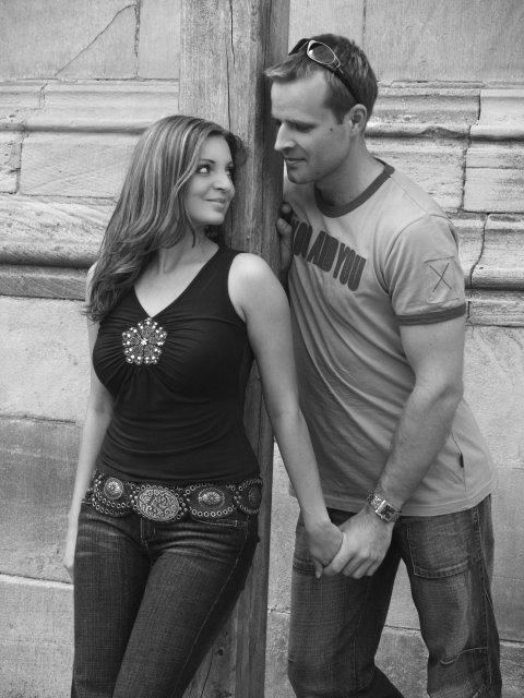 Prípravy na 17.6.2006 - Marek a Adela - vysnívane a reálne - naše obľúbené foto z oznamka