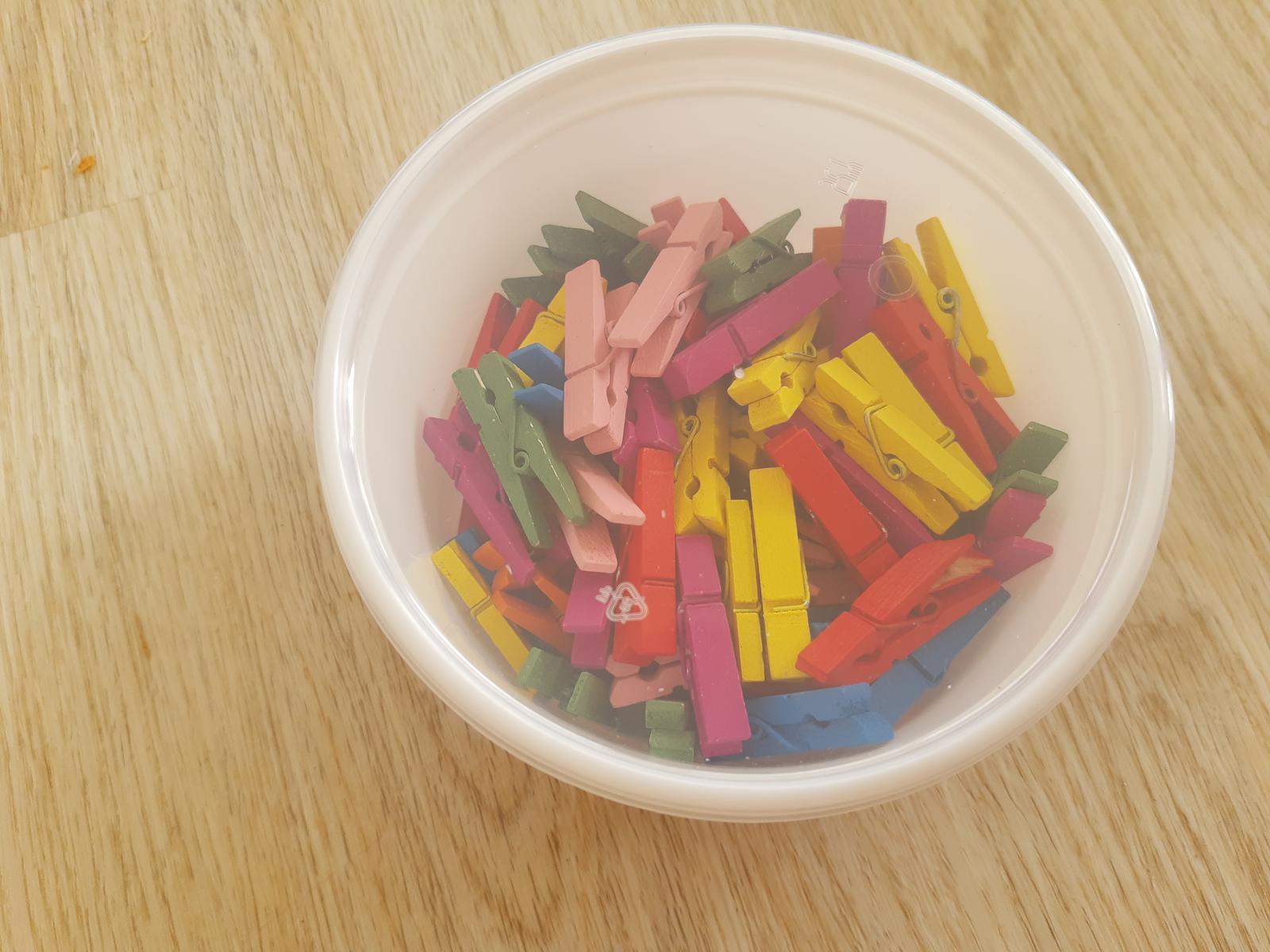 barevné kolíčky - Obrázek č. 1