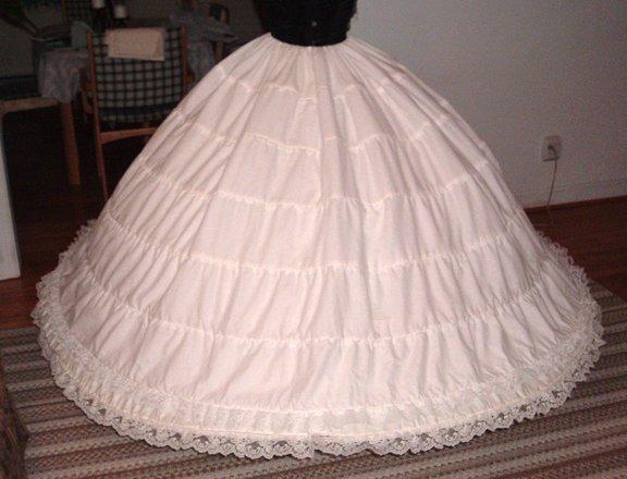 Sexi originalna svadba - spodnicka, ktoru som si objednala  ..skoda, ze ju nepouzijem, zatial ju mam u starkej ..mne sa zmestila jedine do obyvacky :-)