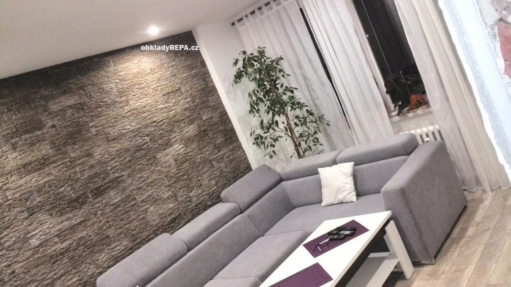 obkladyrepa - Betonový obklad na stěně v interiéru.