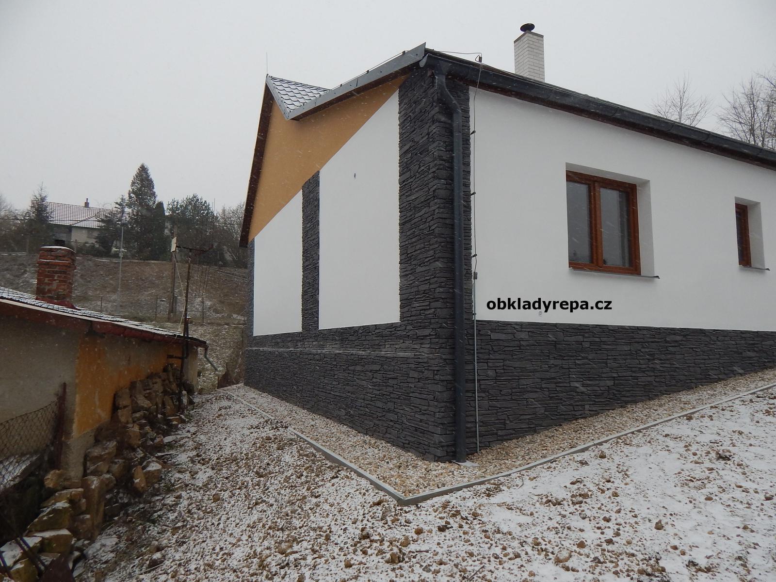obkladyrepa - Sokl a fasáda domu s novým kabátem v podobě kamene.
