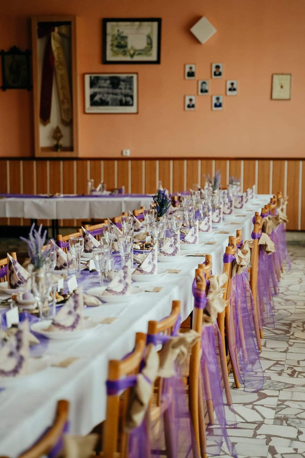 50x fialová mašle na židli - Obrázek č. 1