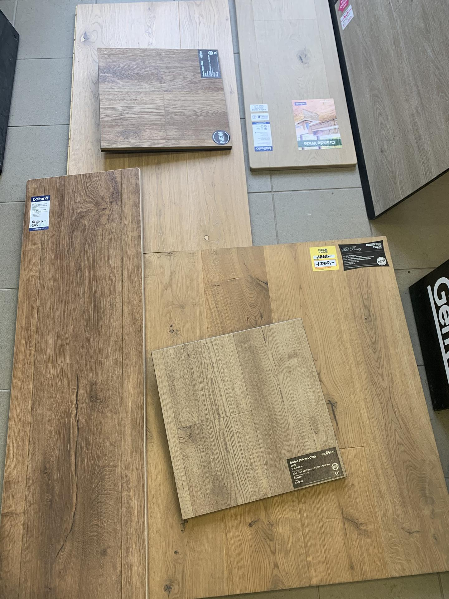 Pod Horou... - Wild beauty dřevěná byl favorit (bohužel už nebylo dost metru), vinyl jsem zavrhla hned..