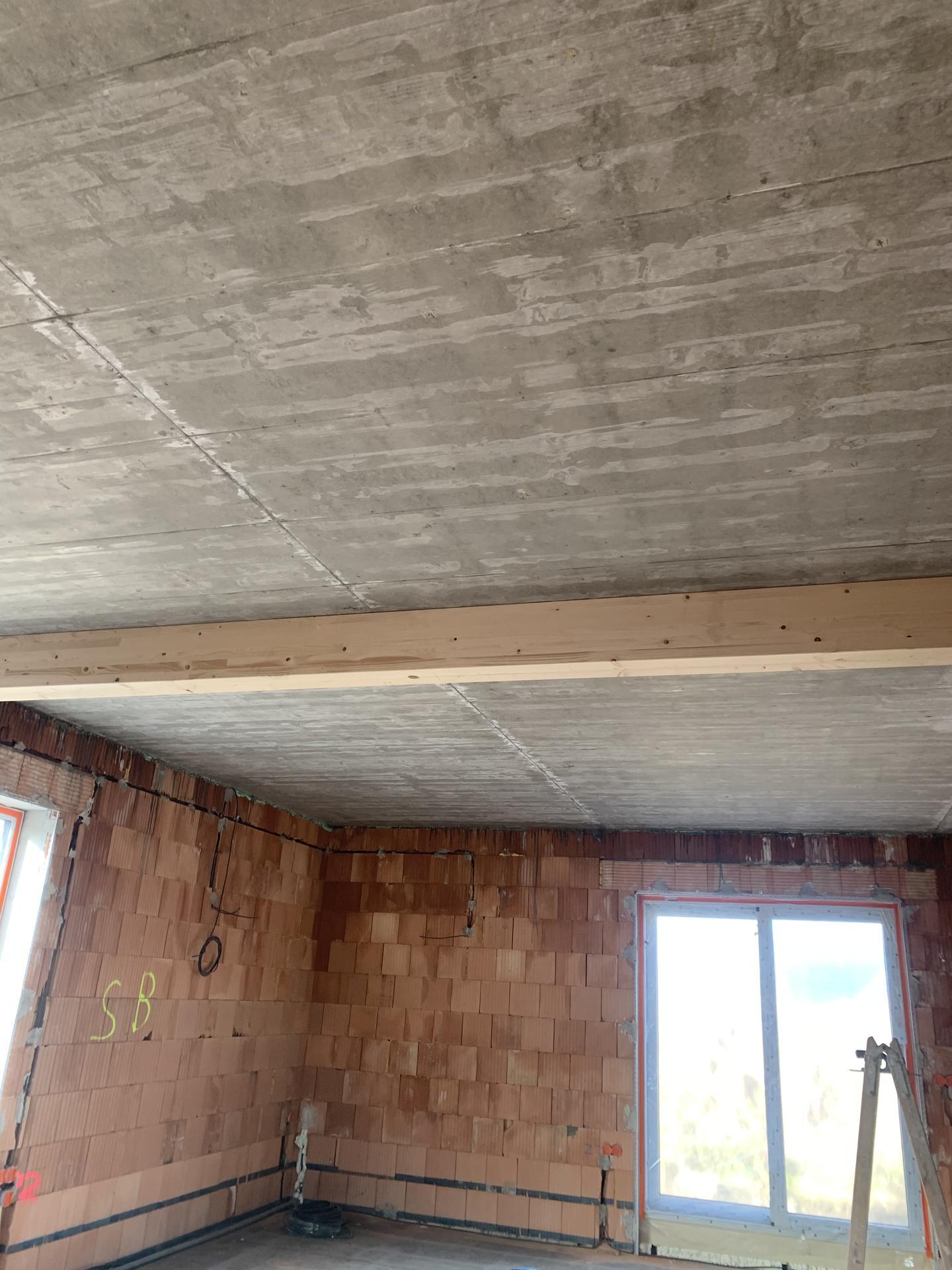 Pod Horou... - Pohledový betonový strop