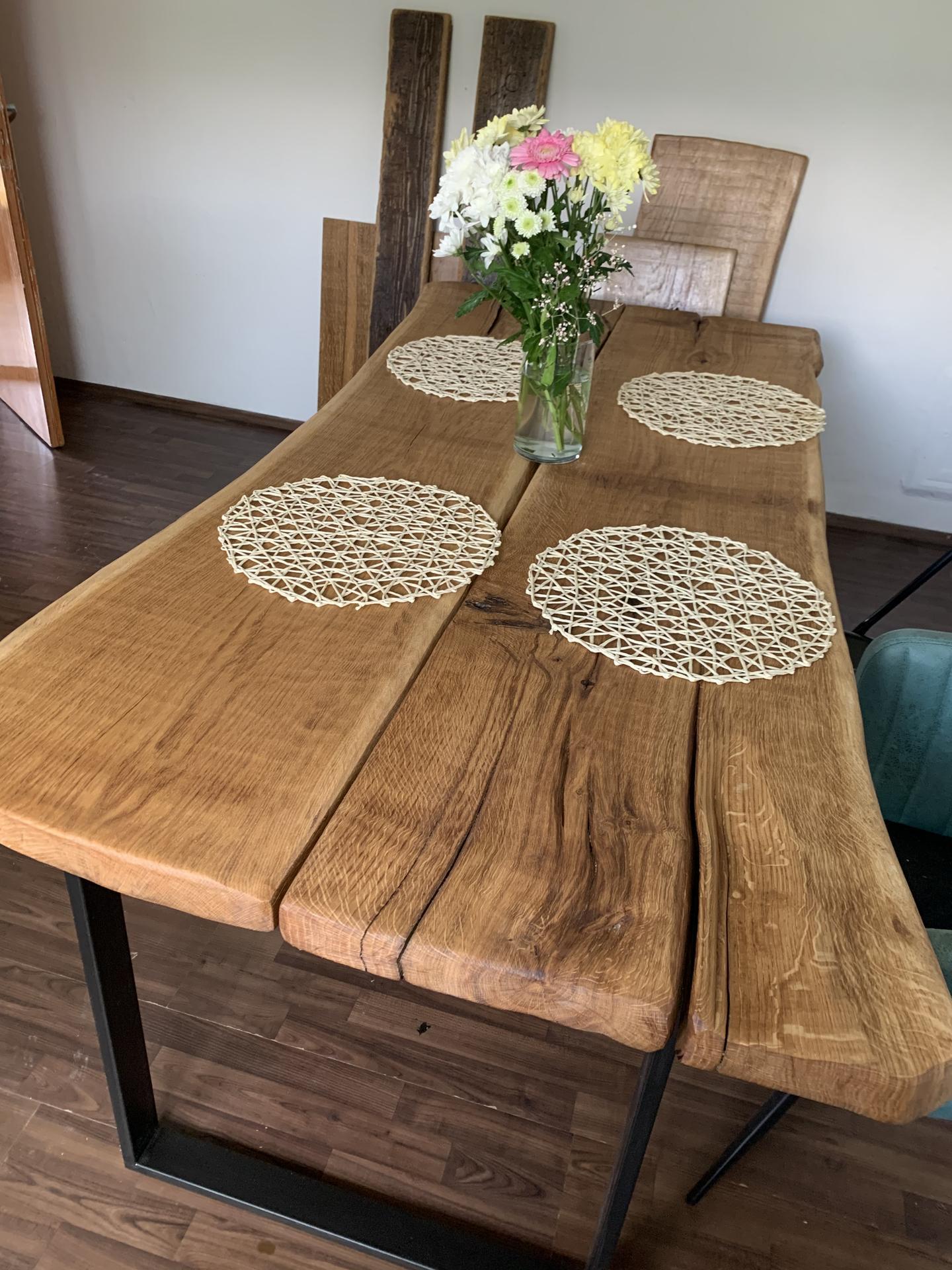 Pod Horou... - stůl skoro ready, zatím teda foto od stolaře, ještě budeme měnit nohy, ale naživo je ještě více uaaa.:.) Zamilová