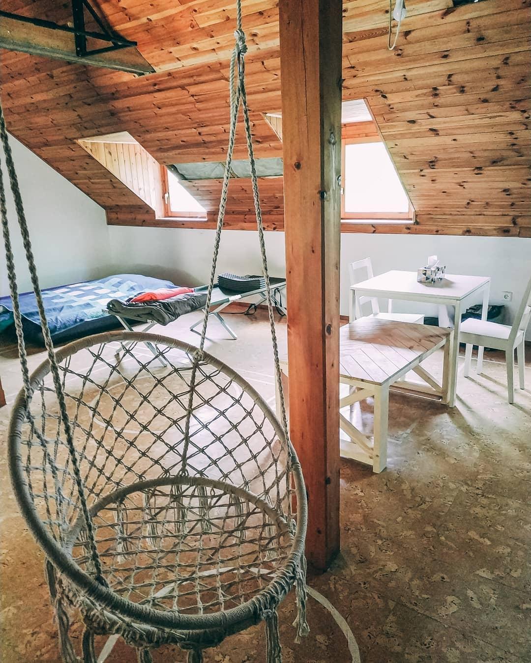 Z vinného sklepa rodinný dům - Takhle to u nás momentálně vypadá. S rekonstrukcí jsme ještě ani nezačali, ale houpačka, která bude viset v obýváku už je na svém místě :)