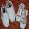 Bílé botičky pro mě i ženicha...