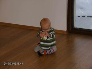 Zátěžový test podlahy v obývacím pokoji :-)