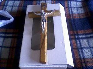náš krížik na prísahu, už je doma, krááásny z olivového dreva