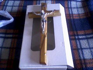 Ivetka a Romanko 04.09.2010 - náš krížik na prísahu, už je doma, krááásny z olivového dreva