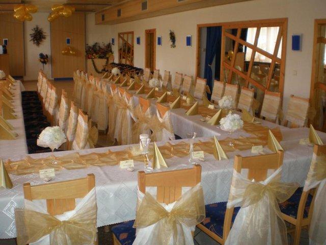 Ivetka a Romanko 04.09.2010 - naša sála, len výzdoba bude omnoho krajšia a úplne iná....