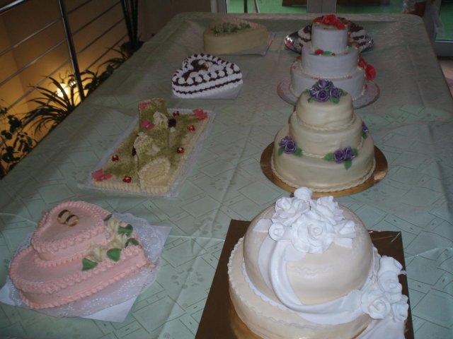 Ivetka{{_AND_}}Romanko - tortičiek bolo vela a boli tak dobré ako aj vyzerali ...