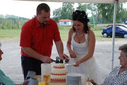 Linda{{_AND_}}Petr - krájení dortu