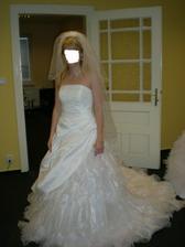 kamarádka Hanči- taky by ji slušely svatební, tydle se ji líbily nejvíc...taky pěkné šaty, ale láska je láska :-)