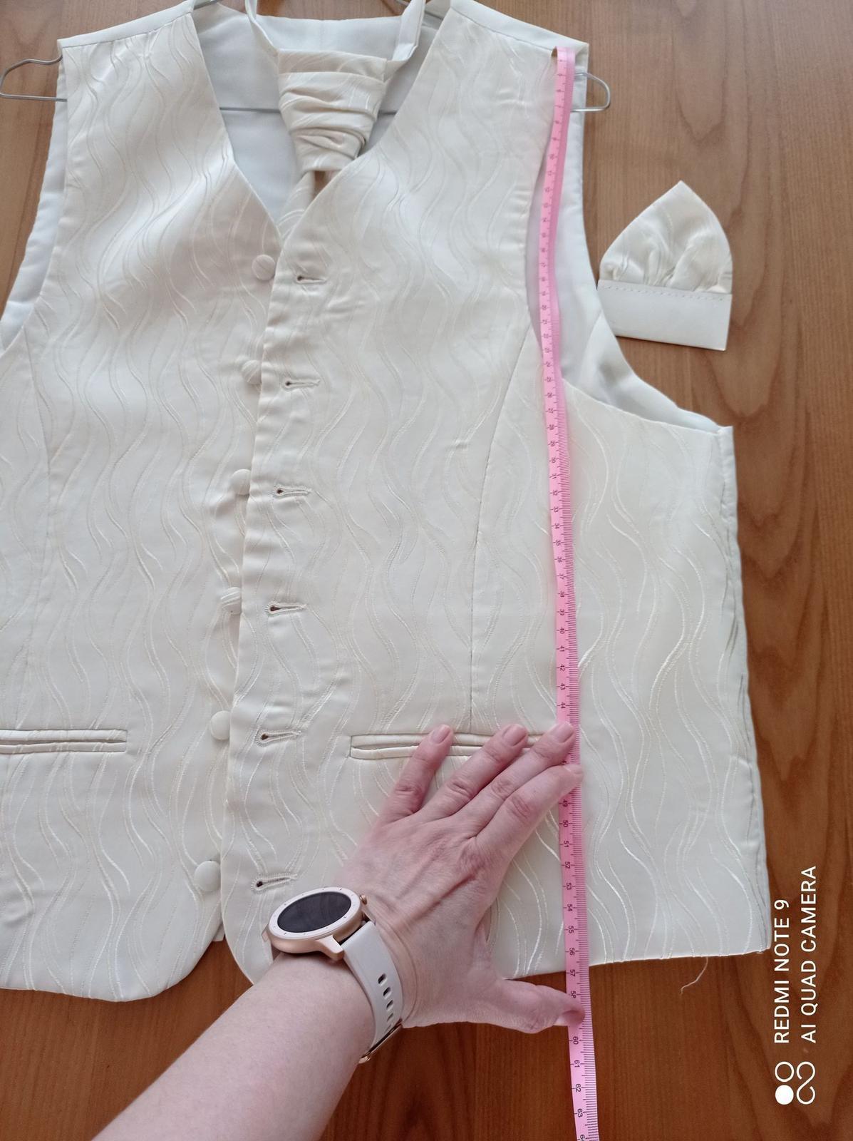 Svadobná vesta s kravatou a vreckovkou - Obrázok č. 4