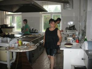 kuchyně, kde nám kamarád Jirka zázračně připravoval lahodné pochutiny:-)
