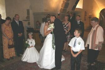 první manželský polibek!