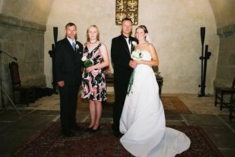 se svědkama, s mojí sestřičkou a manželovým strejdou