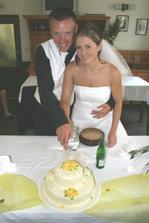 zakrojení dortu