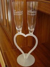 ..toto sú naše svadobné čaše :) sú krásne, som nadmieru spokojná, je to ručná práca, ďakujem Mirke6