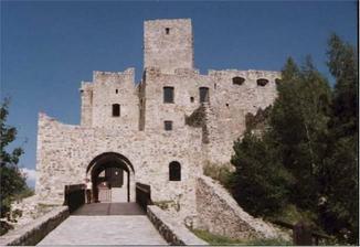 ...zmena plánu, fotiť sa budeme tu na hrade Strečno