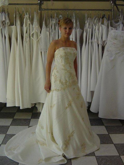 22.9.2007 o 16:00 - asi vymením za pôvodne šaty.....