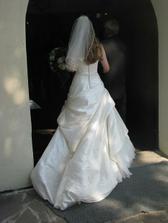 šaty zozadu :)