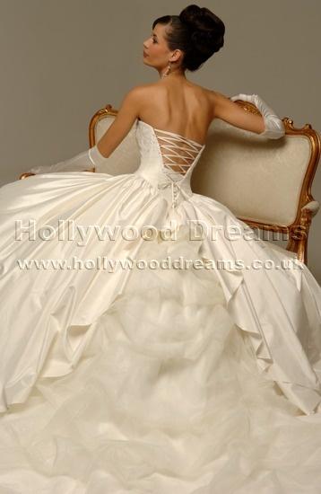 Od prstienka ku svadbe - a takto vyzeraju zo zadu