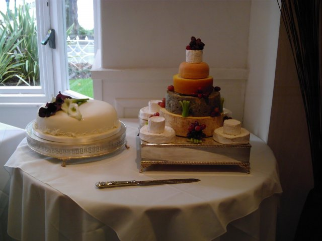 Od prstienka ku svadbe - a toto je syrova torta, chutnala som ju, bola super