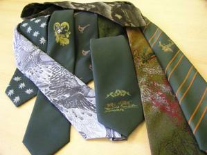 a nějaké kravaty,tmavě zelenou potřebujeme :o))) třeba tu s prasátky:o)))????