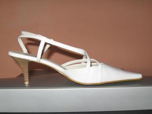 mám stejné botičky jako mousa,jsou nádherné za 699,--Kč...děkuji za půjčení obrázku
