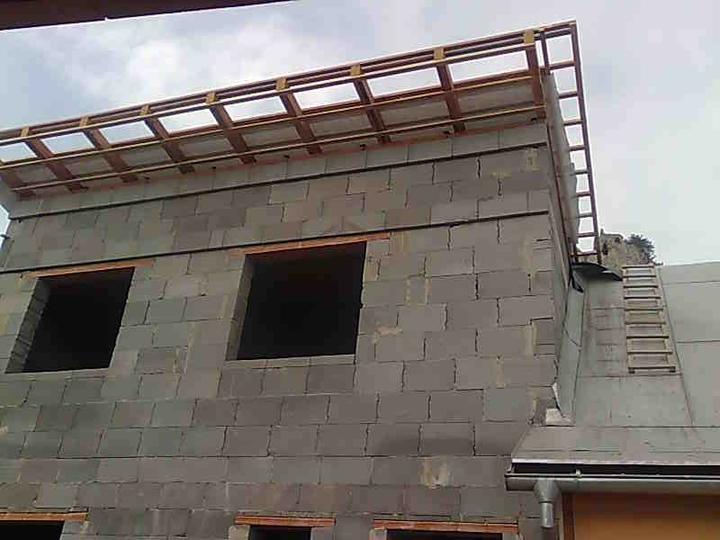 Mini domček - hotový krov