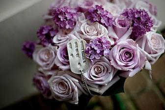 Taková barva růží+ krémové:) a nějaké doplňující květinky:)
