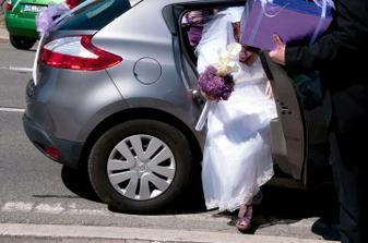 vystupování z auta (jsou vidět boty :o)