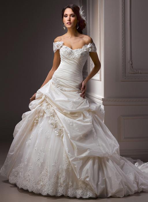 Jarní odprodej svatebních šatů + boty ZDARMA! - Decadence - velikost 34-36-38, prodej 7000 Kč.