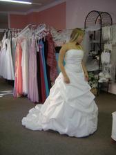 šaty č.5 taky moc krásné...
