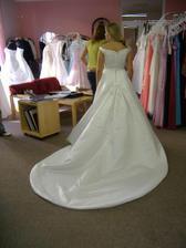 šaty č.6 s dlooouhou vlečkou