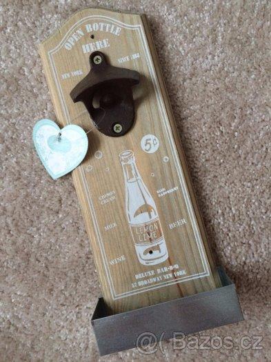 Nástěnný otvírák lahví se zásobníkem na zátky - Obrázek č. 1