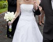 Sněhově bílé svatební šaty, 40