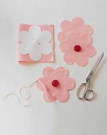 DIY návody a nápady - ...ale bonbonky se dají schovat i do kytičky :-)