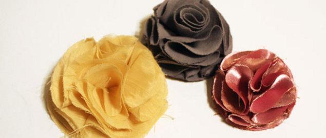 DIY návody a nápady - Na základ látkové květiny je třeba devět koleček libovolné velikosti