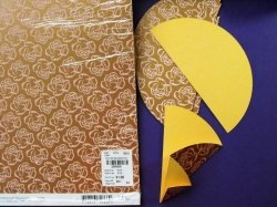 Krok 1: Skládat papírová kolečka podle obrázku, nejlépe z papíru na každé straně jinak vzorovaného
