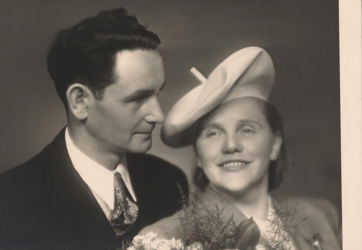 Notre mariage - Babička drahého měla na svatbě vlastnoručně vyrobený klobouk. Kam se se svými DIY hrabeme, milé dámy :-D