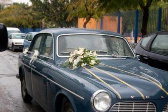 Mokré svatební auto je také elegantní :-)