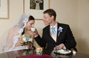 První manželskou kávindu jsme si dali už půl hodinu po obřadu :-)