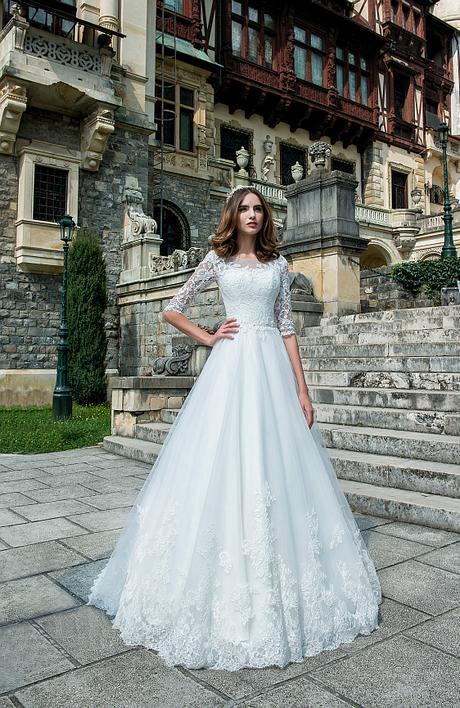 Svadobné šaty s čipkovými rukávmi - Obrázok č. 1