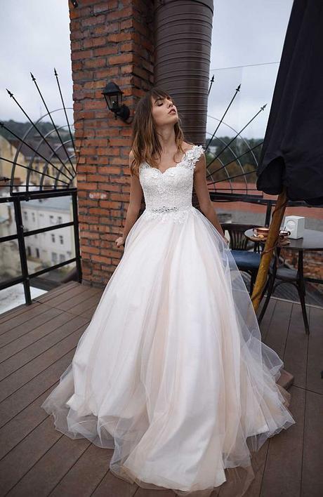 Svadobné šaty v snehovobielej farbe - Obrázok č. 1