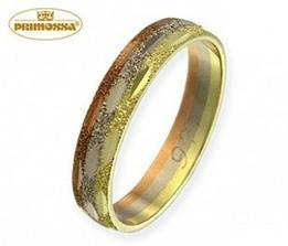 Toto je náš snubní prstýnek. Nenechte se zmást, ve skutečnosti je mnohem zářivější a třpitivější než na fotce.