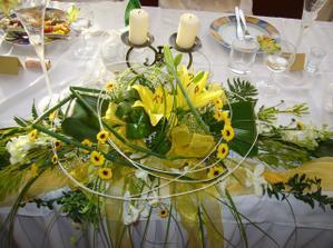 ikebana na svadobnym stole